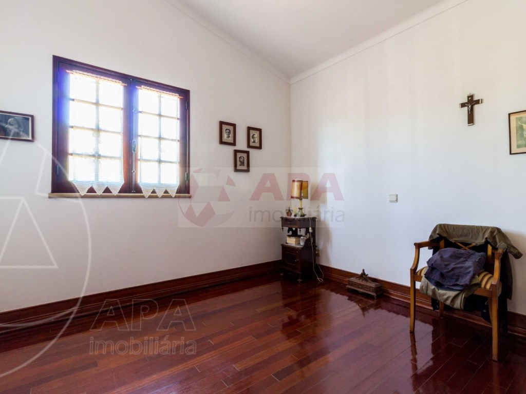 3 Bedrooms + 1 Interior Bedroom House in Gambelas (13)