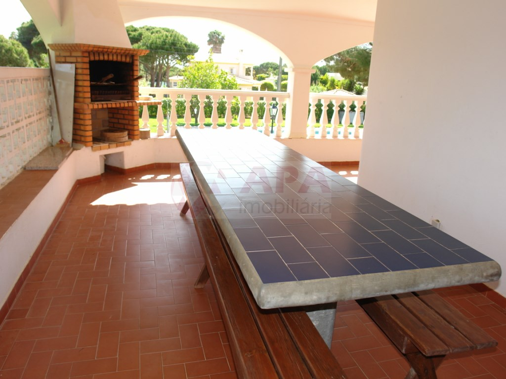 4 Bedrooms + 1 Interior Bedroom House  in Vale Carro (4)