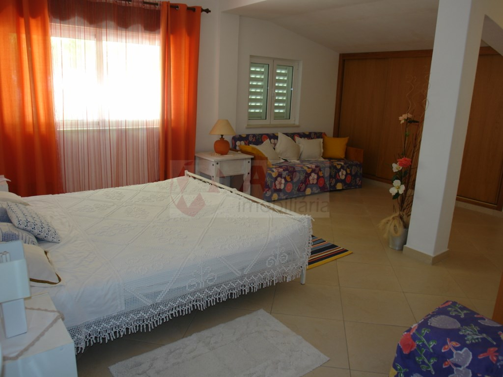 4 Bedrooms + 1 Interior Bedroom House  in Vale Carro (14)