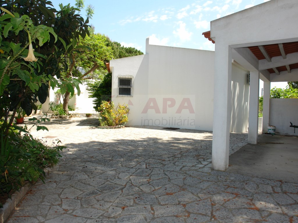 4 Bedrooms + 1 Interior Bedroom House  in Vale Carro (22)