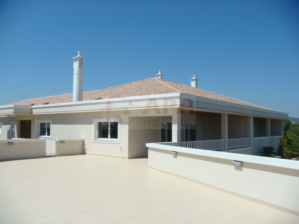 5 Bedrooms + 1 Interior Bedroom House in Quarteira  (15)