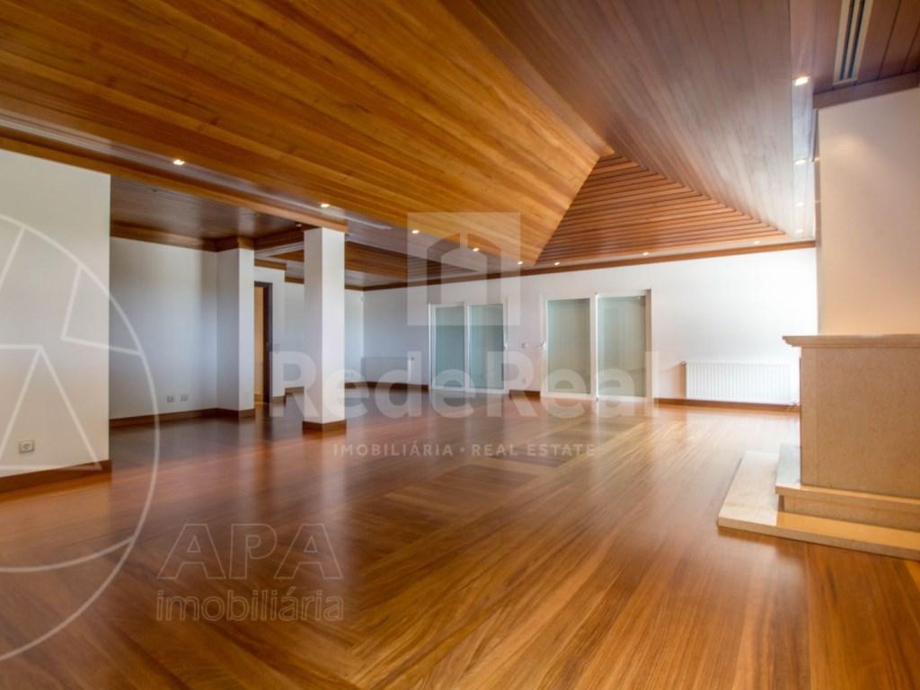 5 Bedrooms + 1 Interior Bedroom House in Quarteira  (6)