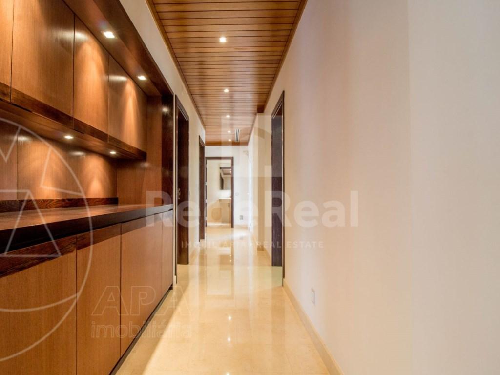 5 Bedrooms + 1 Interior Bedroom House in Quarteira  (8)