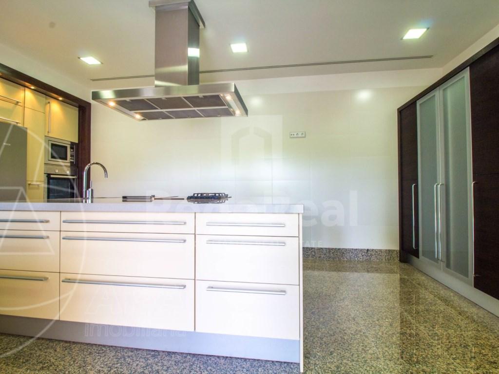 5 Bedrooms + 1 Interior Bedroom House in Quarteira  (14)