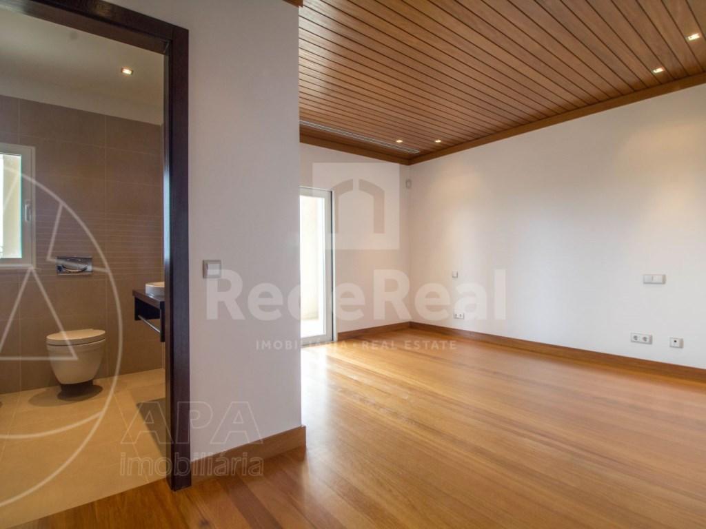 5 Bedrooms + 1 Interior Bedroom House in Quarteira  (15)