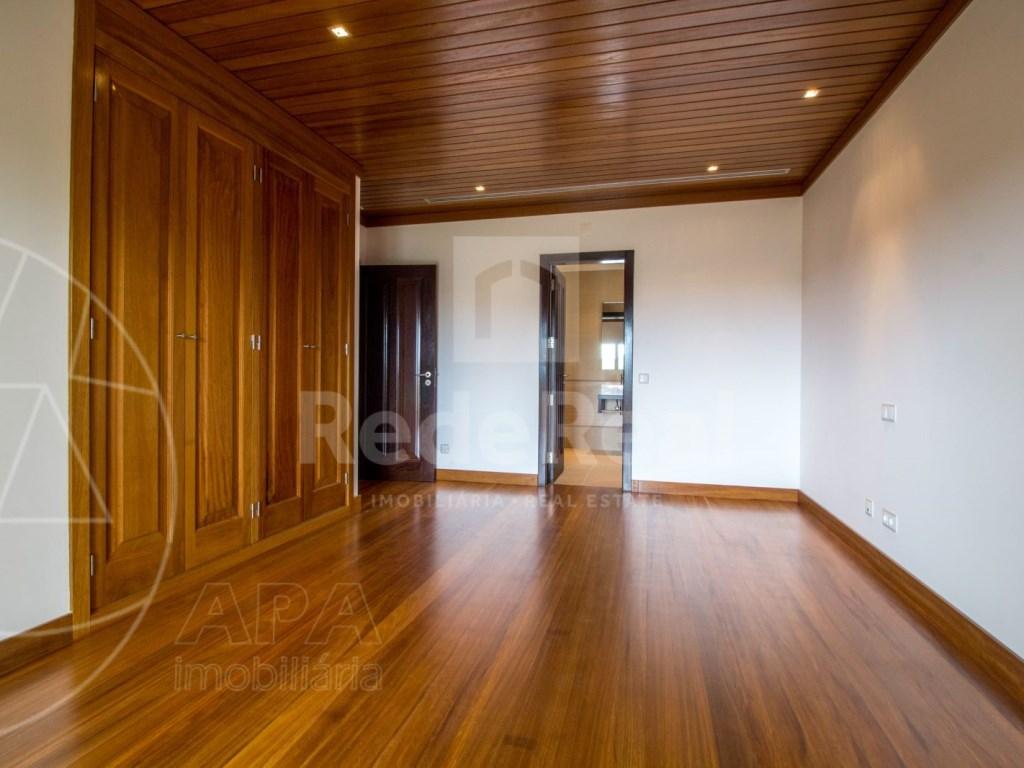 5 Bedrooms + 1 Interior Bedroom House in Quarteira  (16)