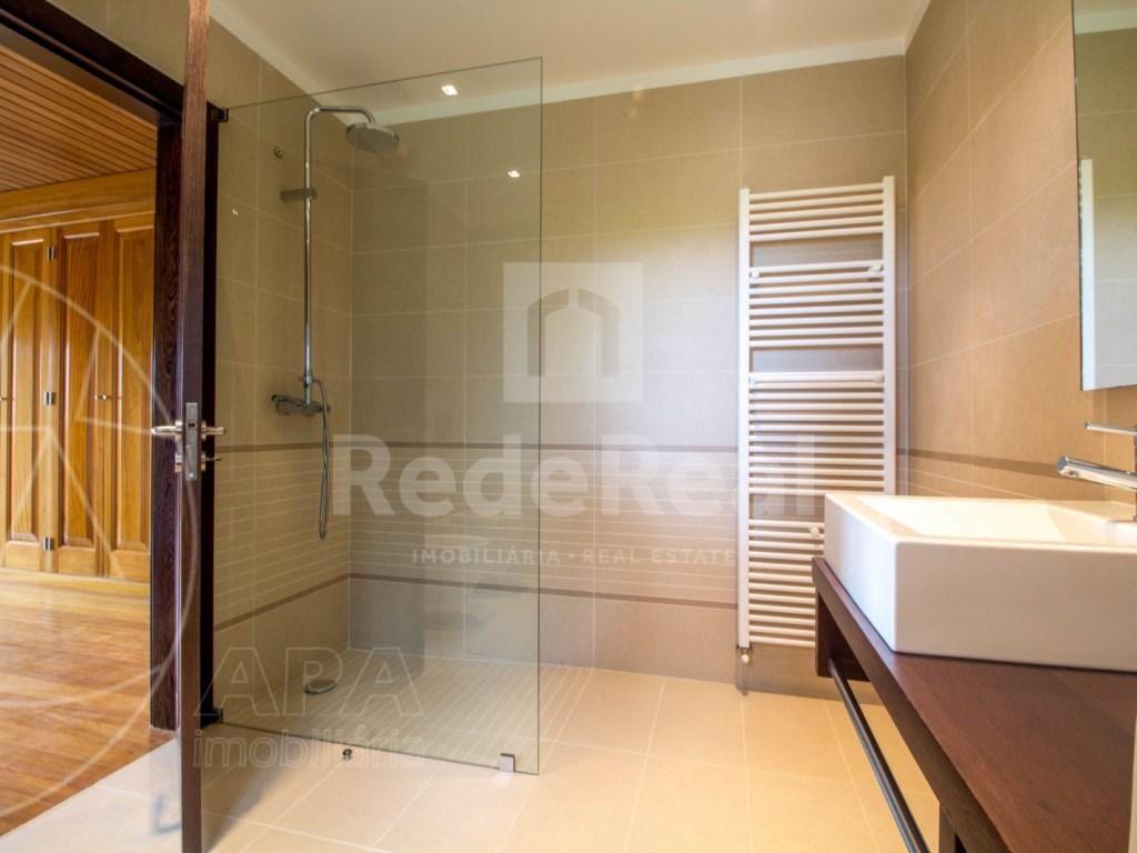 5 Bedrooms + 1 Interior Bedroom House in Quarteira  (17)