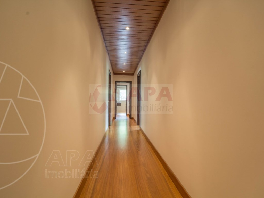5 Bedrooms + 1 Interior Bedroom House in Quarteira  (19)