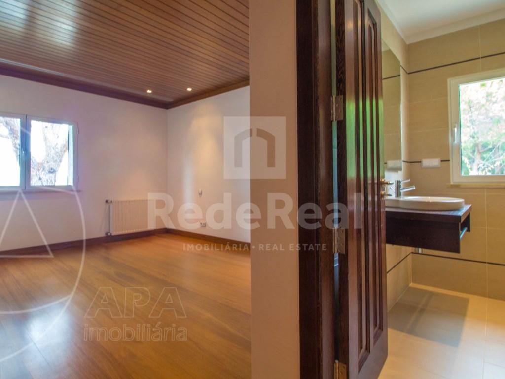5 Bedrooms + 1 Interior Bedroom House in Quarteira  (20)