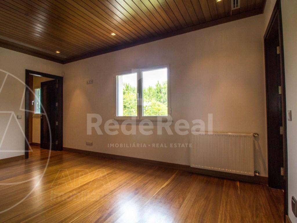 5 Bedrooms + 1 Interior Bedroom House in Quarteira  (21)