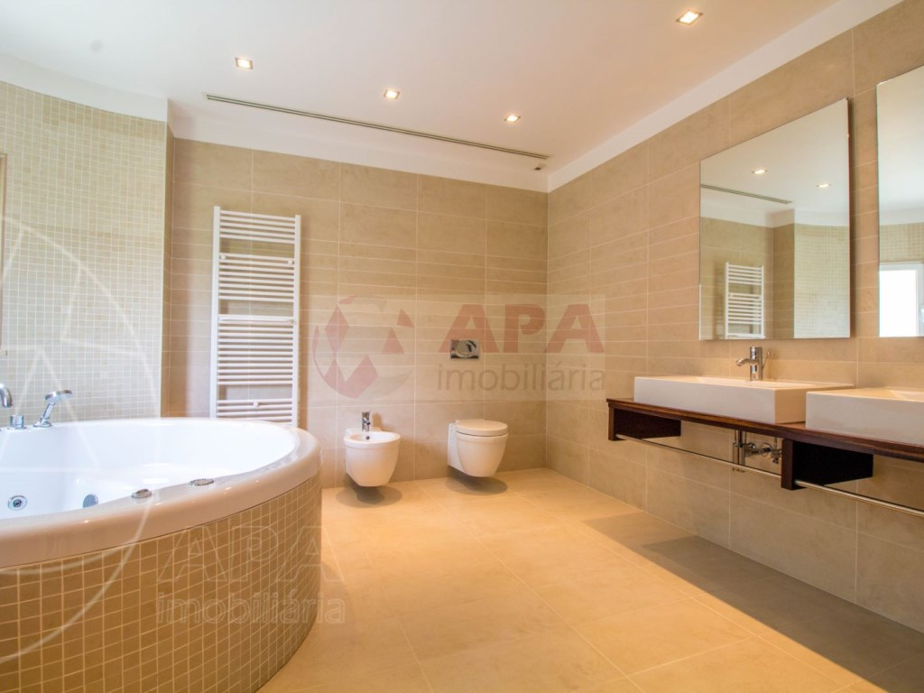 5 Bedrooms + 1 Interior Bedroom House in Quarteira  (22)