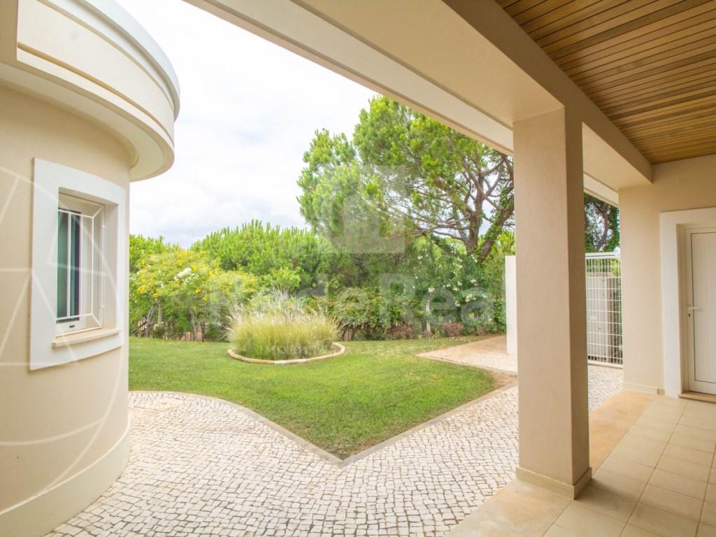 5 Bedrooms + 1 Interior Bedroom House in Quarteira  (24)