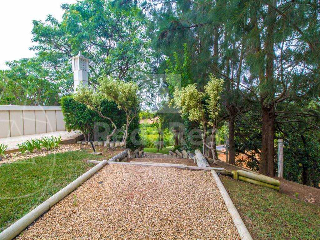 5 Bedrooms + 1 Interior Bedroom House in Quarteira  (34)