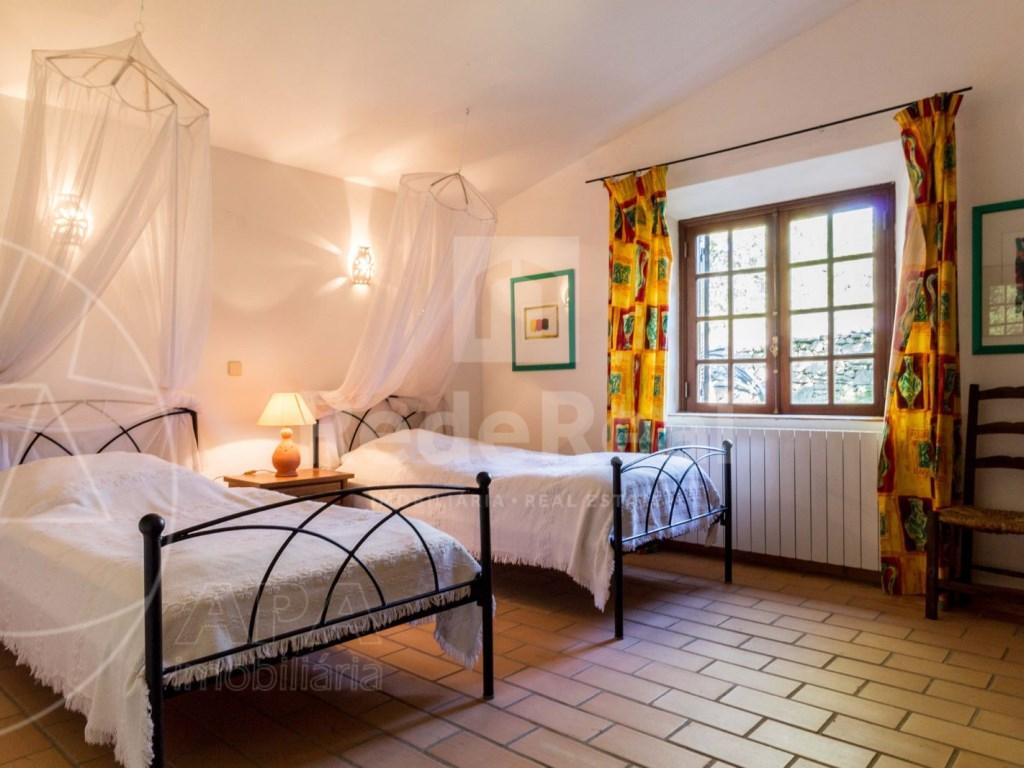4 Bedrooms House in Vale Telheiro (12)