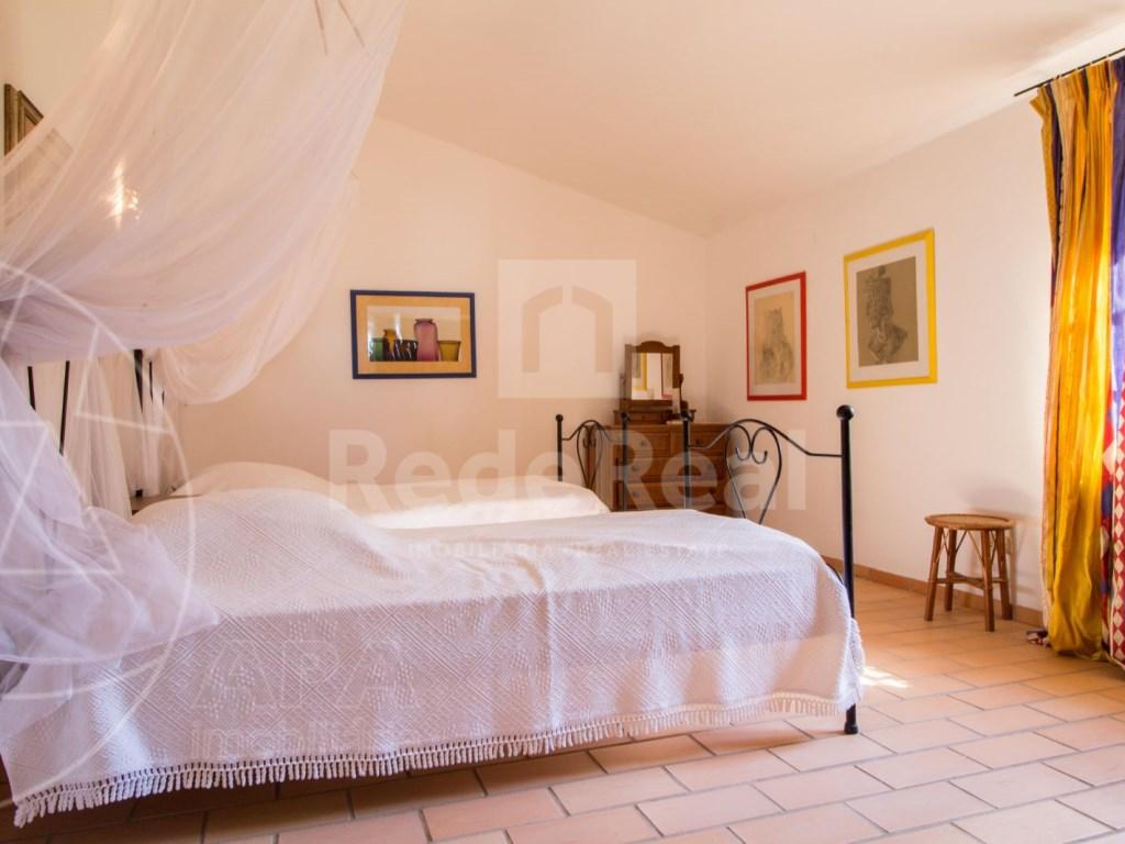 4 Bedrooms House in Vale Telheiro (13)