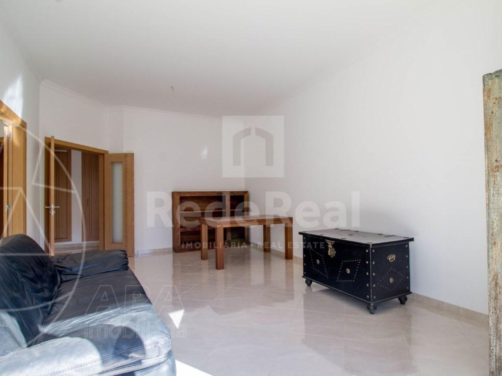 3 Bedrooms Apartment in Santa Bárbara de Nexe (4)