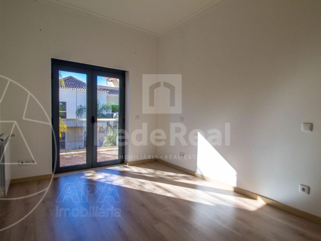 3 Bedrooms Apartment in Santa Bárbara de Nexe (11)