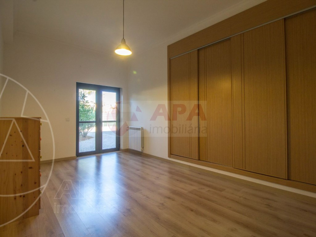3 Bedrooms Apartment in Santa Bárbara de Nexe (15)