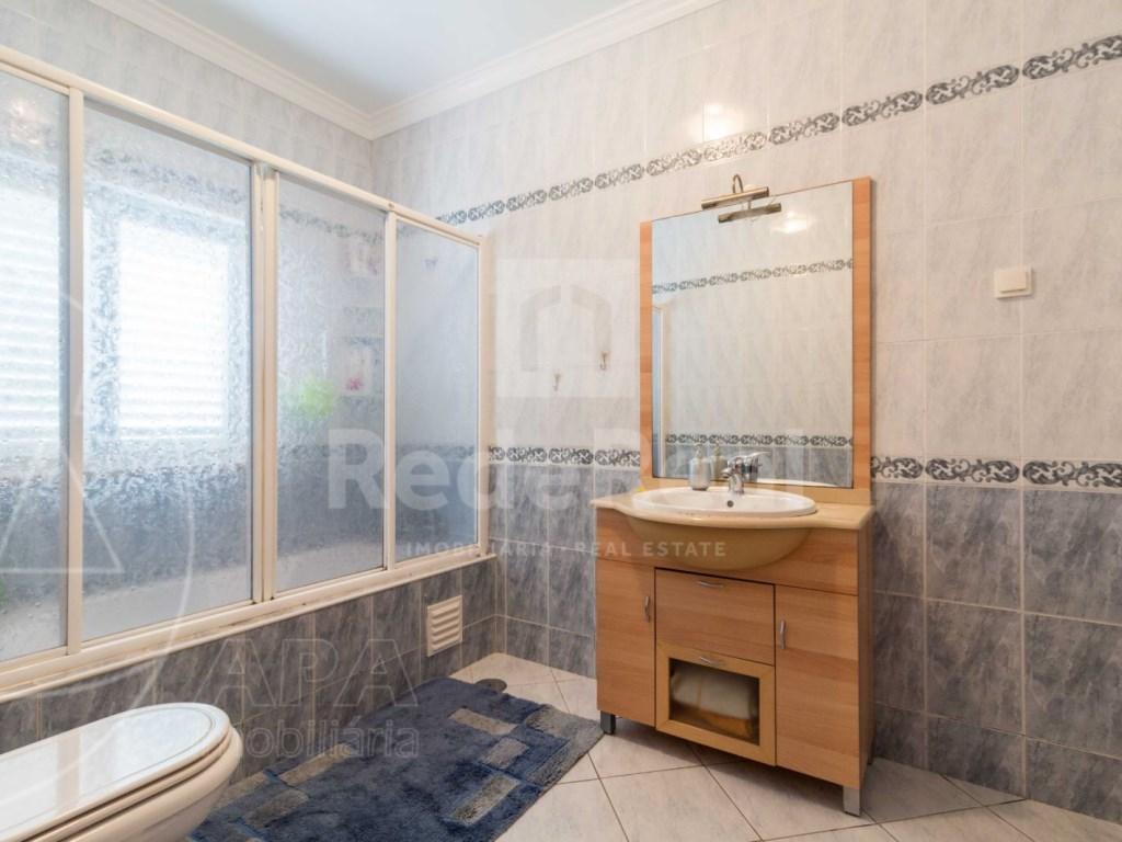 2 Bedrooms + 1 Interior Bedroom Apartment in Albufeira (11)