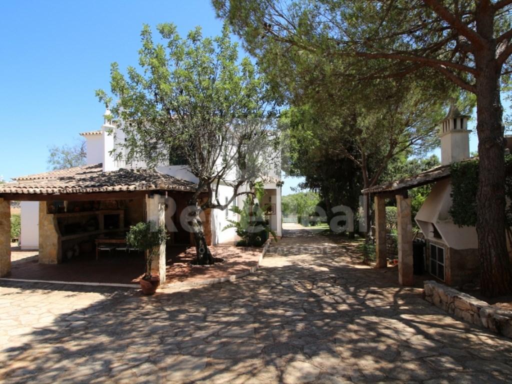 6 Bedrooms House in  Santa Bárbara de Nexe (8)