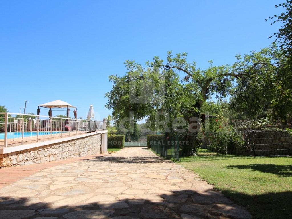 6 Bedrooms House in  Santa Bárbara de Nexe (10)