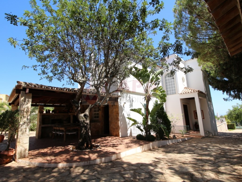 6 Bedrooms House in  Santa Bárbara de Nexe (12)