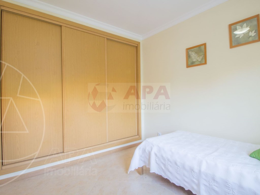 3 Bedrooms + 1 Interior Bedroom Terraced House in  Tavira (16)