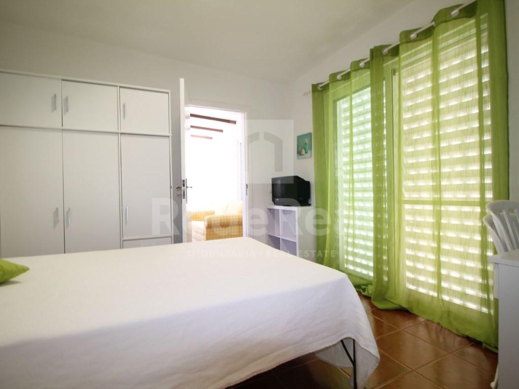 Bedrooms + 1 Interior Bedroom Terraced House in Goncinha (6)