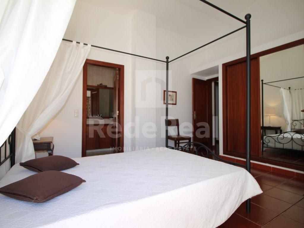 Bedrooms + 1 Interior Bedroom Terraced House in Goncinha (8)