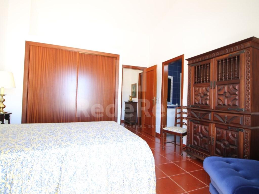 Bedrooms + 1 Interior Bedroom Terraced House in Goncinha (11)