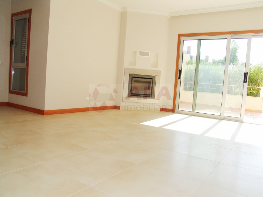 2 Bedrooms + 1 Interior Bedroom Terraced House in Vilamoura (3)
