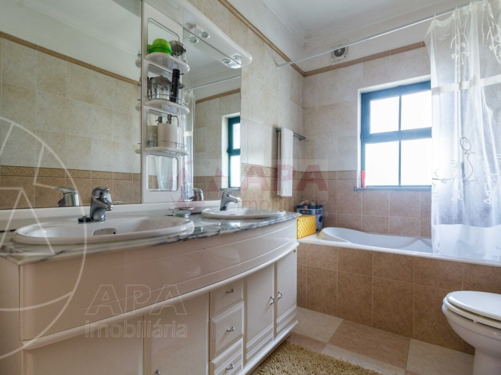 4 Bedrooms Terraced House  in Quinta João de Ourém (18)