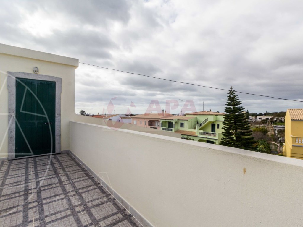 4 Bedrooms Terraced House  in Quinta João de Ourém (23)