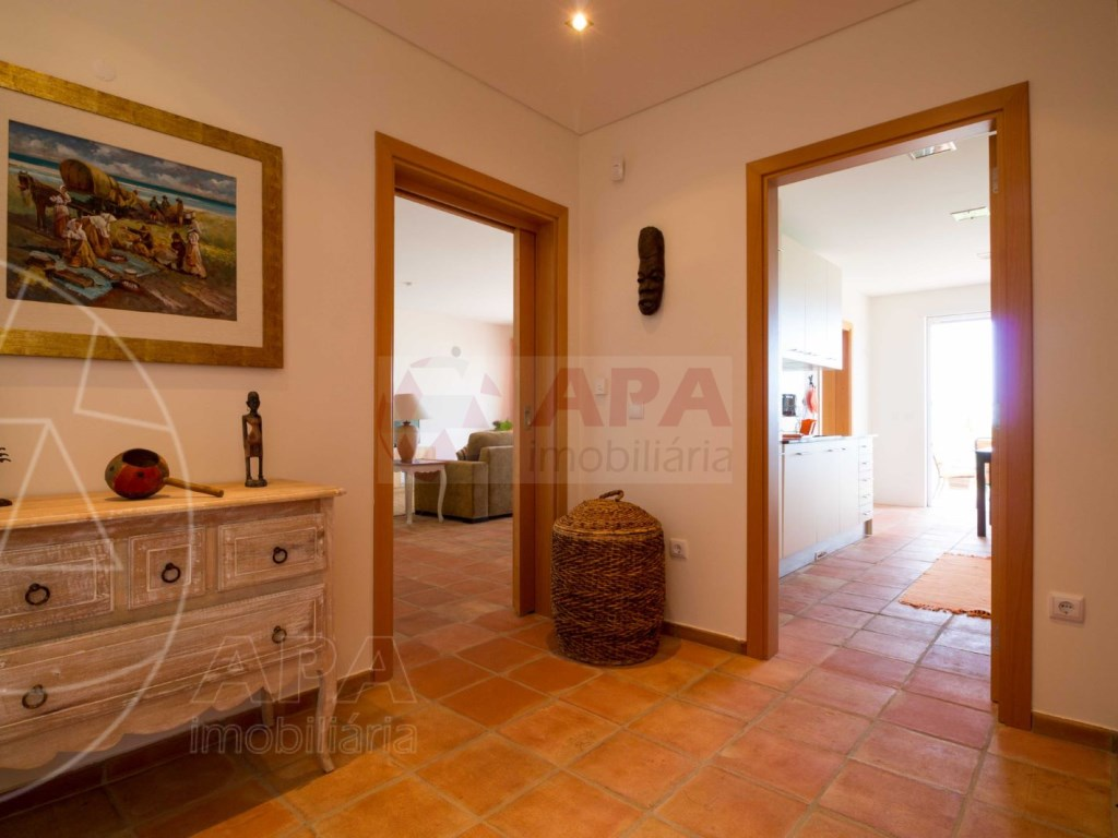 4 Bedrooms House in Peares (5)