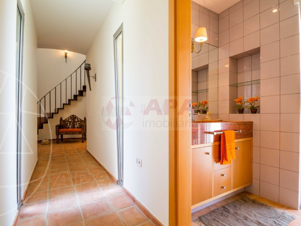 4 Bedrooms House in Peares (18)