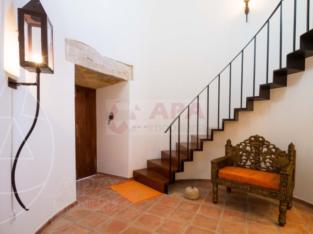 4 Bedrooms House in Peares (19)