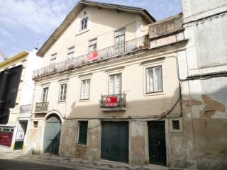 Palacete com logradouro na zona historica de Santarem Para Venda |