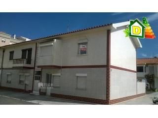 1044A - Apartamento de 3 assoalhadas a 250 metros da Praia principal de Peniche. | T2 | 1WC
