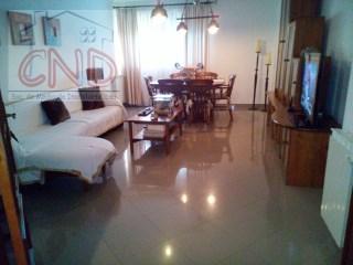 Apartamento T4 com terraço e parqueamento na Cavaleira- Algueirão 145.000 Euros | T4 | 1WC