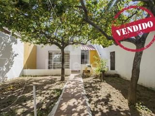 2 Bedrooms House Faro (Sé e São Pedro) - For sale