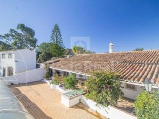 4 Bedrooms + 1 Interior Bedroom House Loulé (São Sebastião) - For sale