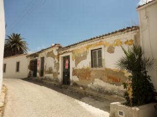 Casa Rústica T2 para Recuperar, Perto da A1 Santarém, Para Venda | T2