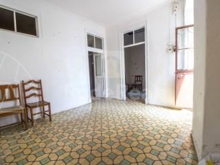 2 Bedrooms + 1 Interior Bedroom Terraced House Faro (Sé e São Pedro) - For sale