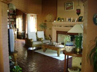 Excelente propiedad de estilo rustico sobre calle Izuel a metros de Av. Rivadavia. | 2 Dormitorios | 2WC