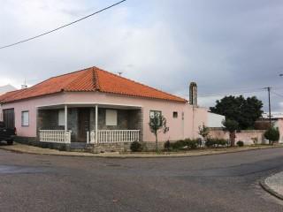 Moradia T3 com Quintal, Imóvel de Banco Perto da Chamusca, para Venda › Chamusca