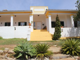 Single storey villa  with 4 bedrooms and pool only 1 km from the village of São Brás de Alportel. | 4 Bedrooms
