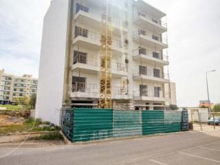 2 Bedrooms Apartment Faro (Sé e São Pedro) - For sale