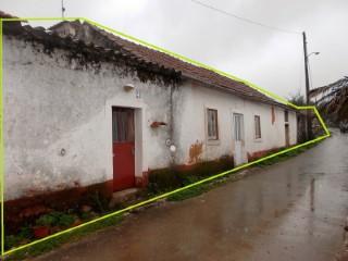 Moradia com Anexos, no Parque Natural da Serra d'Aire e Candeeiros, Para Venda  