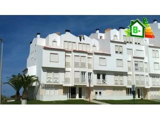 1024A - Apartamento de 3 assoalhadas situado junto da Praia. | T2