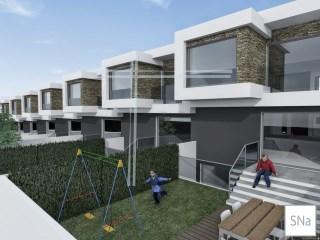 Moradia em banda V3+1, em planta, arquitetura contemporanea - Quinta de Sta Teresa | T3+1
